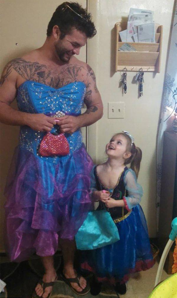 uncle-who-dressed-like-a-princess-for-his-niece-is-what-real-manliness-looks-like-4-photos-4