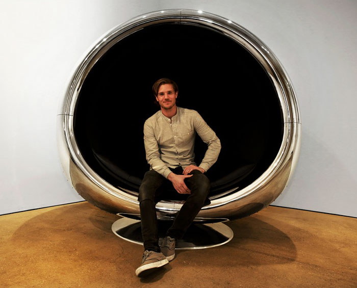 boeing-737-jet-engine-chair-cowling-fallen-furniture-5a